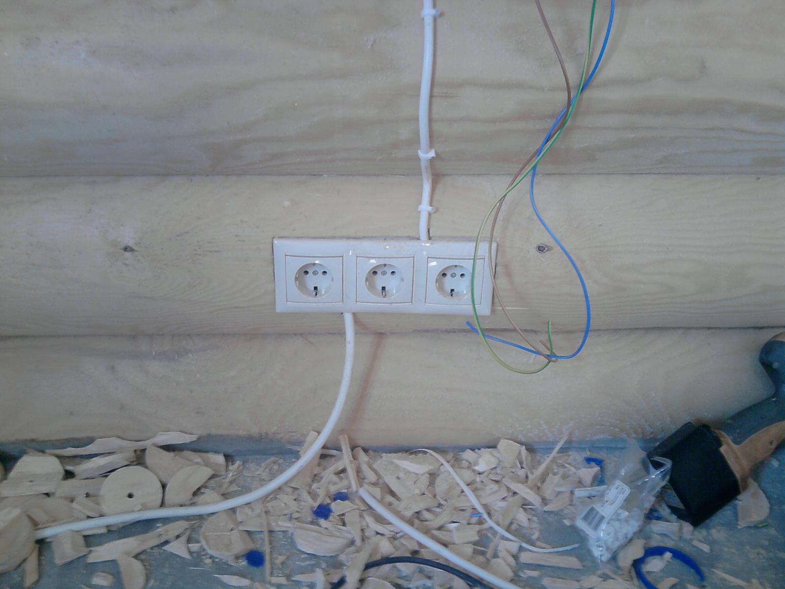 Как правильно сделать проводку в деревянном доме фото